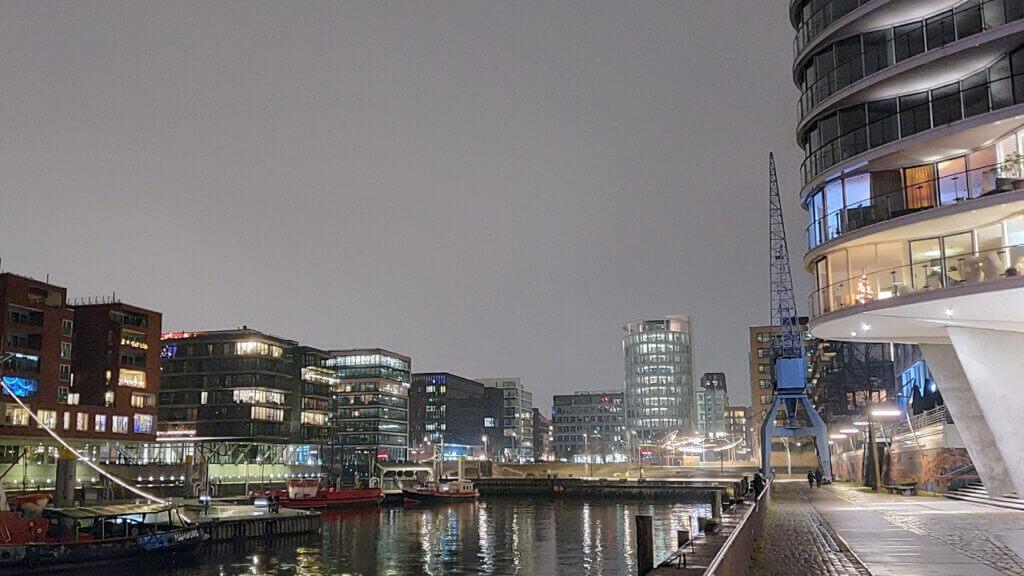 Hamburger Hafencity bei Nacht